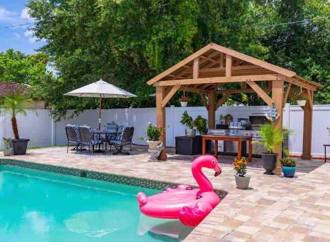 The villas comfort Inn - heated pool