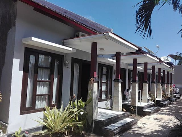The Guesthouse have several one/single bedroom. Near Semawang beach and Mertasari beach. Walking distance to some famous resto and bar in Sanur area like Bamboo bar, Bali Bakery, etc