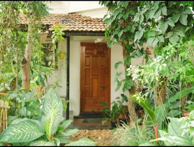 Shared Homestay with a beautiful garden
