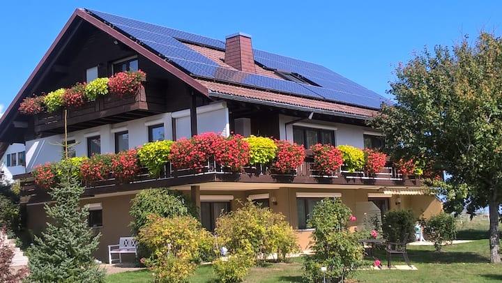 Ferienwohnungen Tröndle im Rosendorf, (Weilheim), Ferienwohnung West, 44 qm, 1 Schlafzimmer, max. 2 Personen