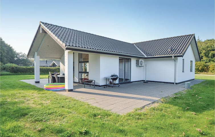 Holiday cottage with 4 bedrooms on 128m² in Toftlund