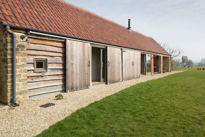 Converted characterful barn in Peckingell hamlet - Langley Burrell - Overig