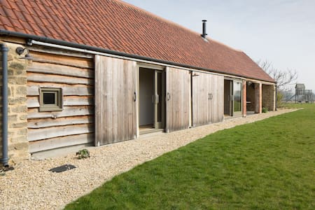 Converted characterful barn in Peckingell hamlet - Langley Burrell - Annat