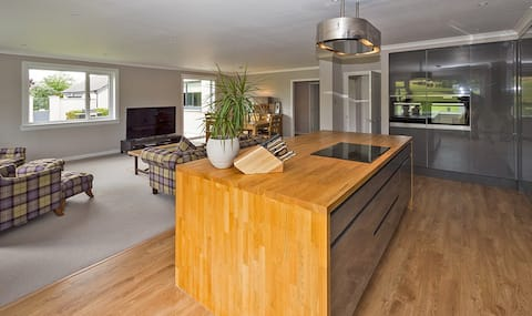 Luxury 4Bed Country Retreat - Space Views & Garden