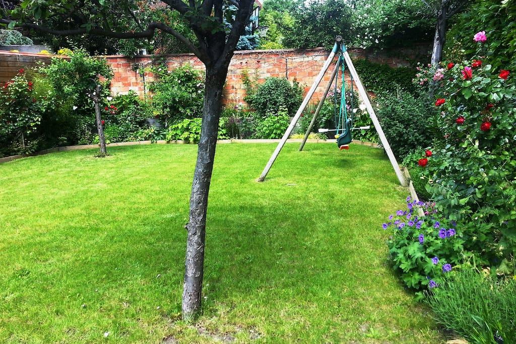 Une vue du jardin dans lequel vous pouvez vous reposez, si vous le souhaitez...