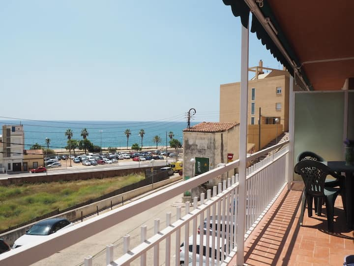 NEPTUNO. Apartment with balcony and sea view. 2 minutes away from the beach.