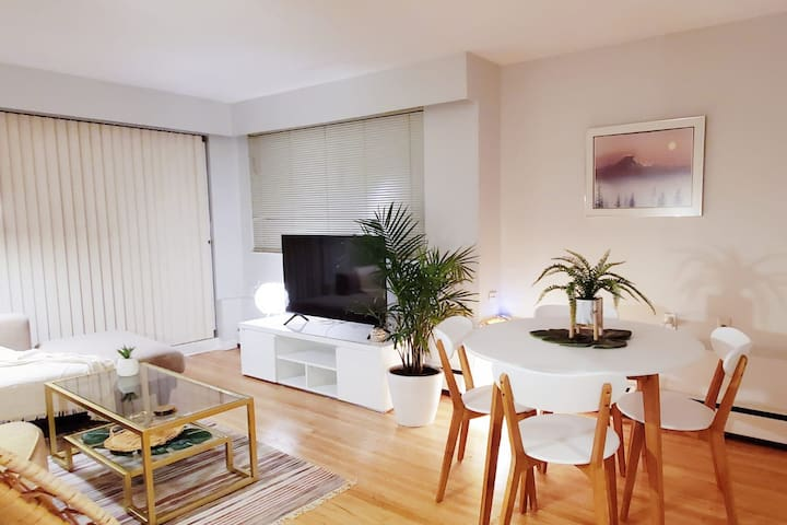 Tropical Chic 2Br Oasis Near Kits Beach!