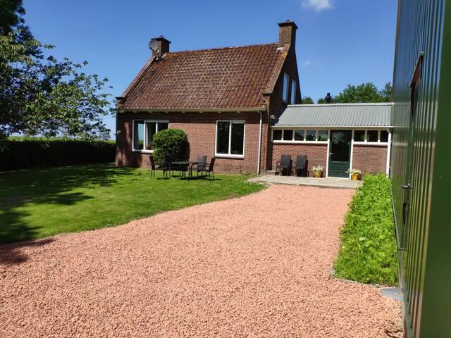 Vrij gelegen 6-p. huis op boerderij in Groningen
