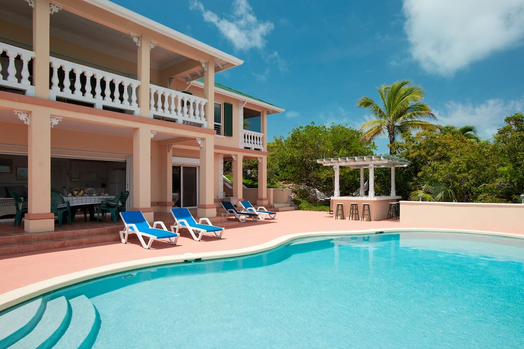Main house pool and wet bar