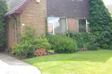 Charming Suburban London Home Base - Orpington
