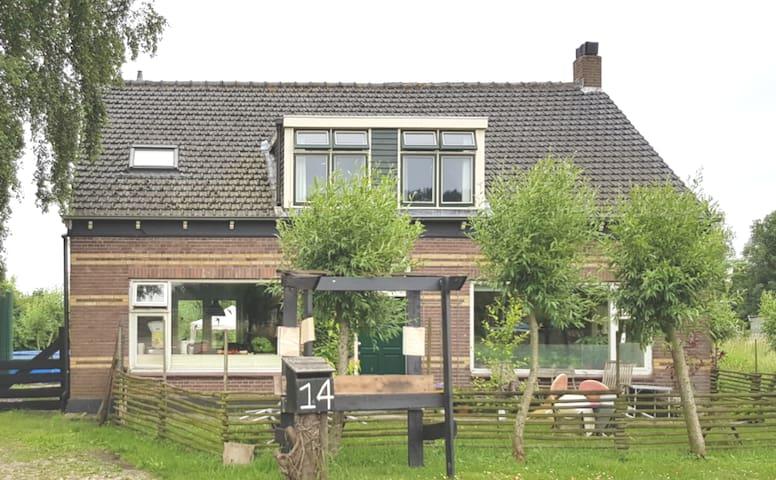 Riant landhuis in polder op 10 minuten van strand