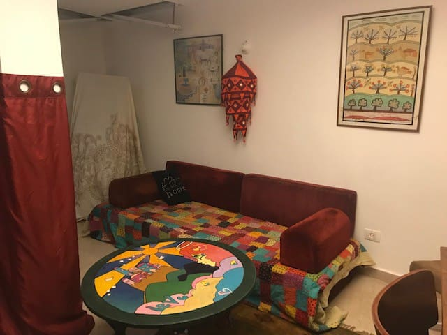 Homey basement apt in charming Nachlaot Jerusalem