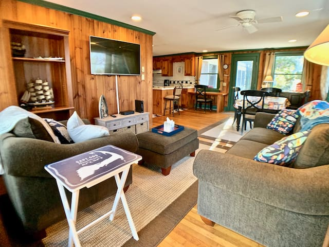 Adorable Brewster Cottage, A/C, W/D, Nice Location