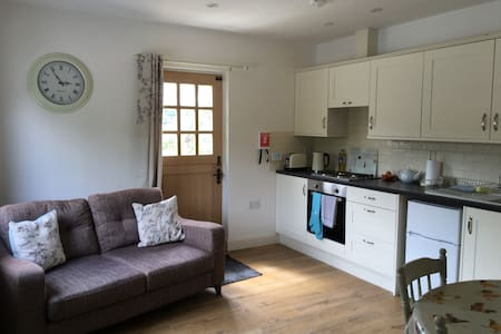 Self contained annexe double room kitchen & lounge - Great Sampford