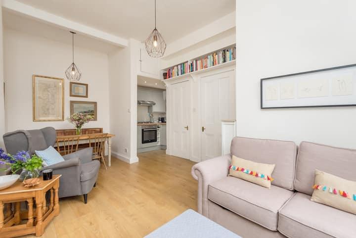 Bright, cosy flat near Arthur's Seat