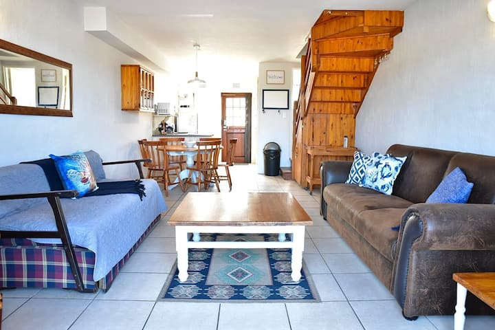 12 Settler Sands Beachfront cottage with sea view