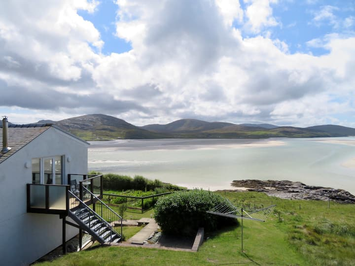 Self catering flat overlooking Luskentyre