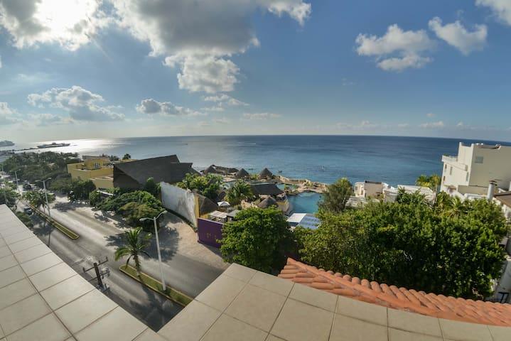 Best location in town. 3br and 3 bath condo! - San Miguel de Cozumel - Flat