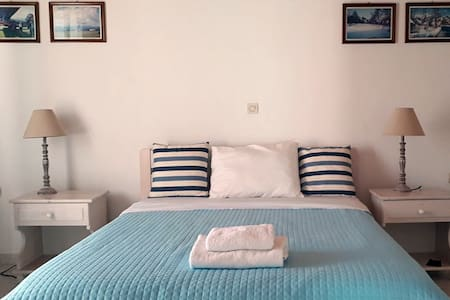 The main sea view bedroom. The bedroom has a double bed, 1,40m x 2,00m