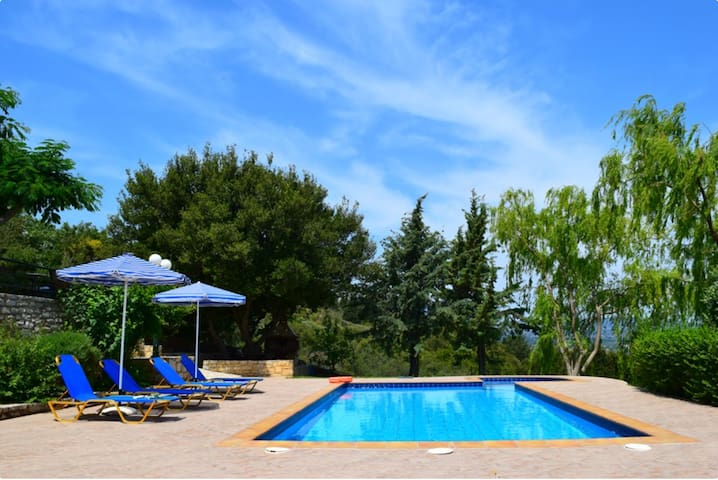 Villa Vaggelio, Amazing view villa with Pool