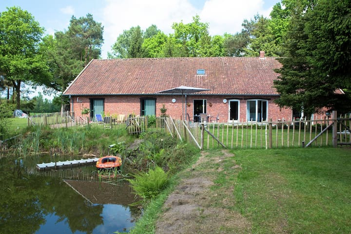 Quaint Holiday Home in Ravels with Garden