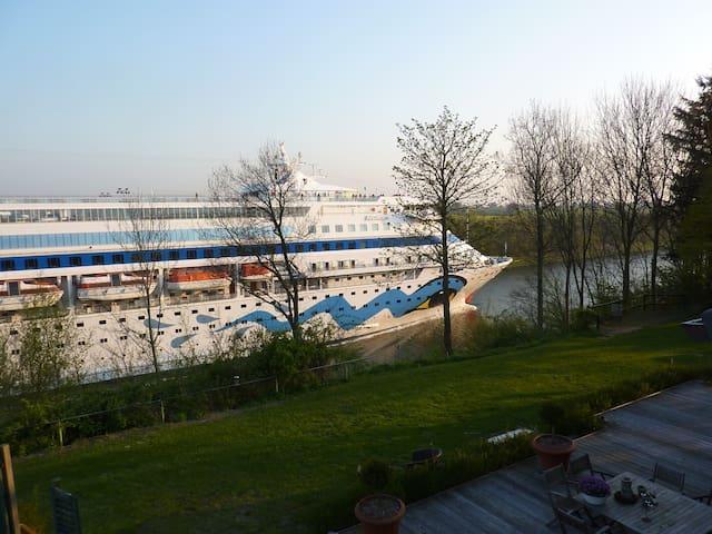 Tolles Landhaus direkt am Nord Ostsee Kanal - Neuwittenbek - Casa