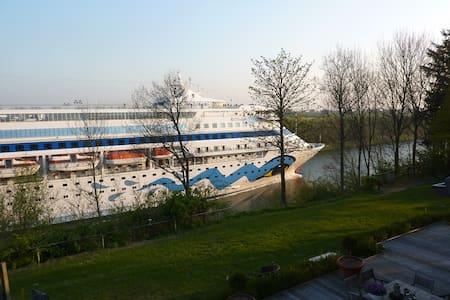 Tolles Landhaus direkt am Nord Ostsee Kanal - Neuwittenbek - House