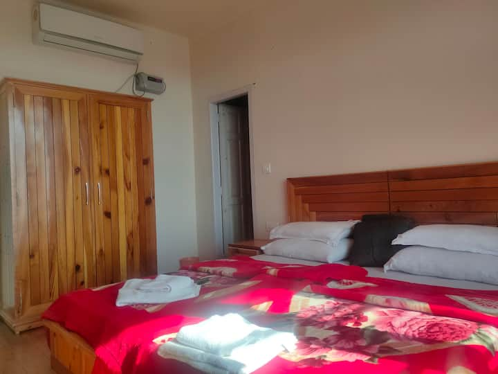 Cosmic geeks- private room with wifi in dharamkot