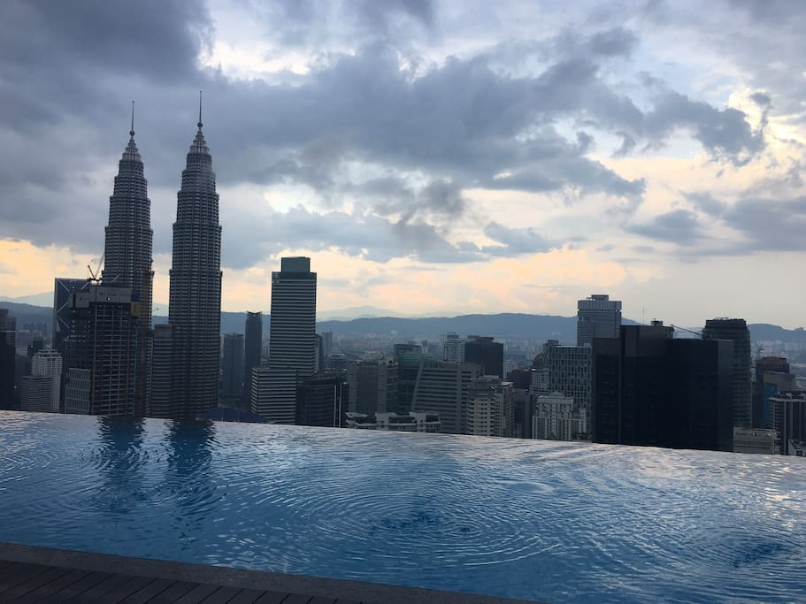 Swim here, enjoy life here! Very very nice infinity pool view!!!