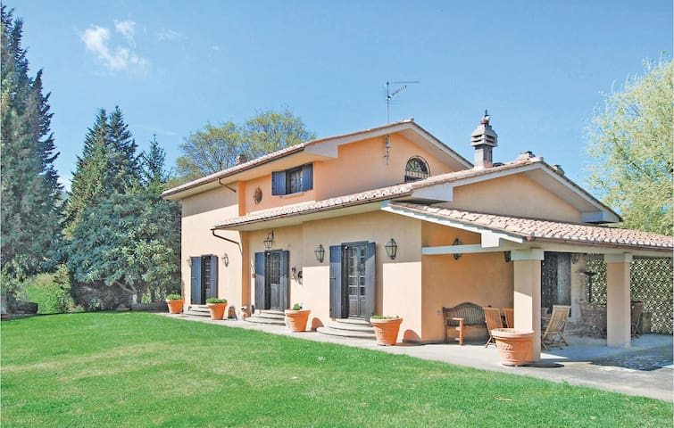 Holiday cottage with 4 bedrooms on 180 m² in Soriano nel Cimino VT