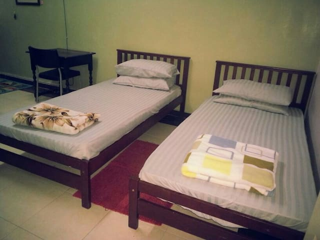 Room for 2 in ampang