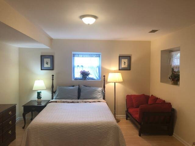 Private bedroom/2bed/living room/1.5bath & kitchen