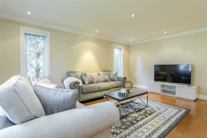 M343@ 5BR House,Airport, private parking