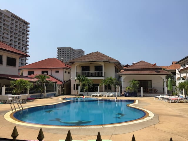 Luxury 3 bedroom Villa, Jomtien Pattaya
