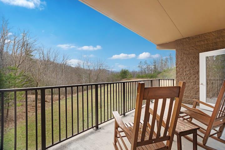 Luxury condo w/ a full kitchen, fireplace, free WiFi, & mountain views