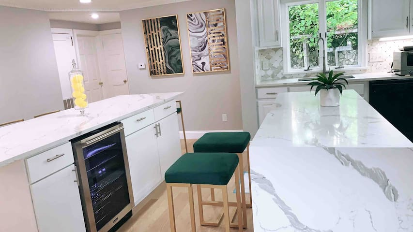 Luxe 4BD2BR  minutes from Tufts, casino & downtown