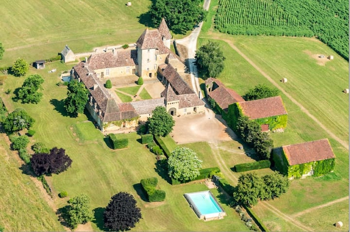 Be the lord of the land at Chateau de la Bourgonie