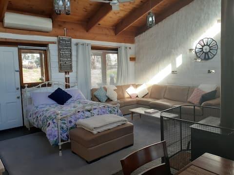 Cosy mudbrick cottage