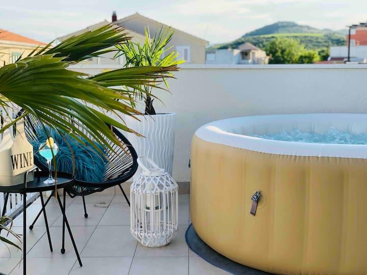 Modern Apt. with Whirlpool, Pool, Garden & BBQ