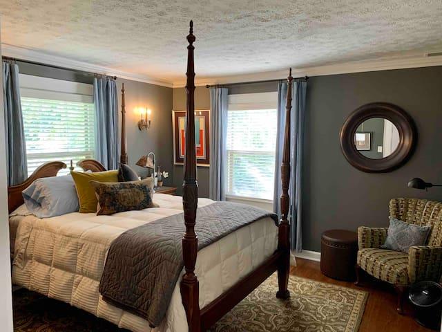 Private Bedroom w/Queen Tempurpedic & Private Bath