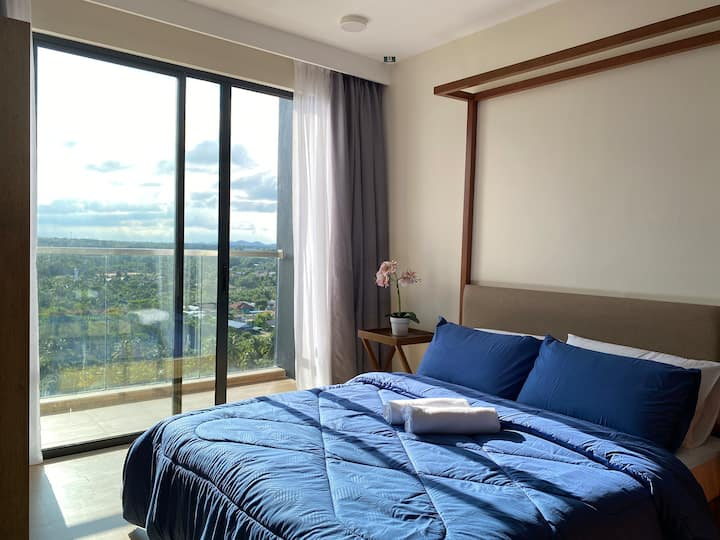 Sun-Splashed Cozy Apartment @TimurBay, Balok
