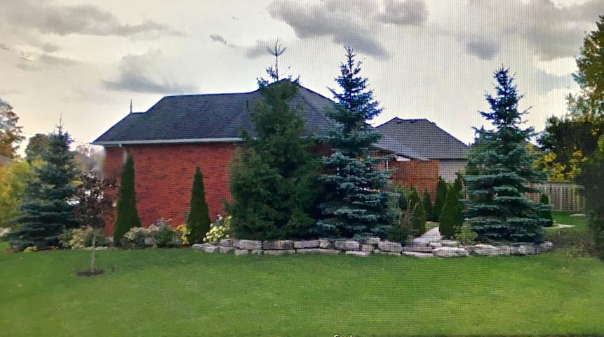 4 Bdrm Executive Model Home in Beautiful Lindsay