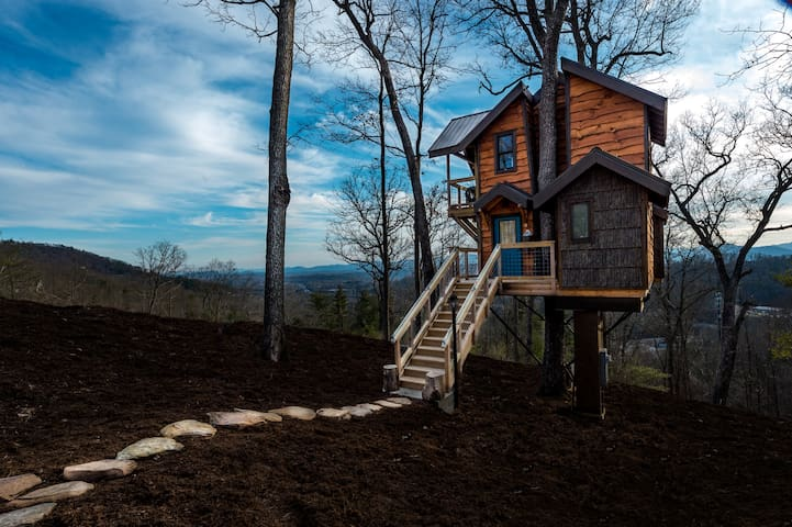 Sanctuary Treehouse w/ Massages! - Asheville - Puumaja
