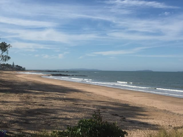 Perfect Beachfront Cottage Emu Park