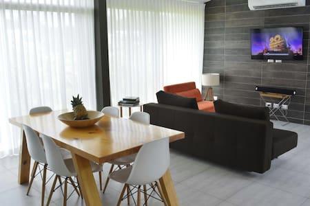 Bella casa y amplia en Punta Leona - Garabito - Talo