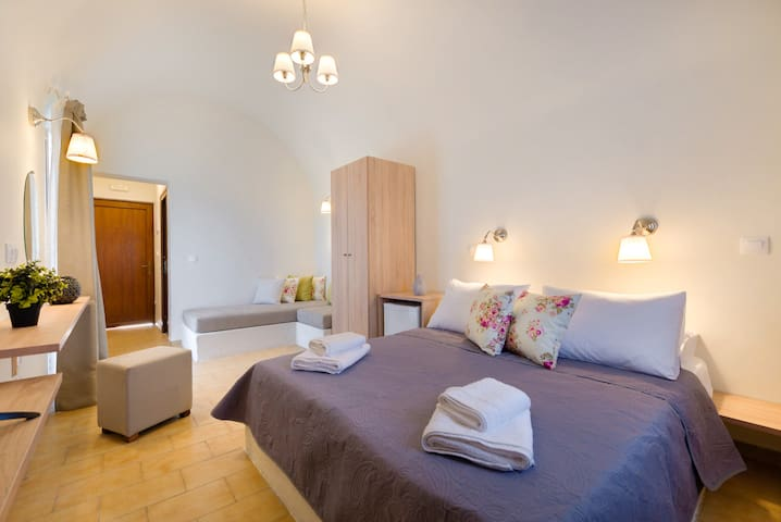 Alexander's Great View : Mykonos Room-21m²