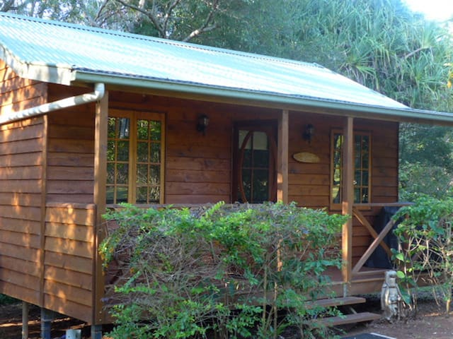Self contained secluded cottage - West Woombye