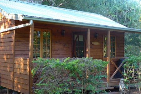 Self contained secluded cottage - West Woombye - House