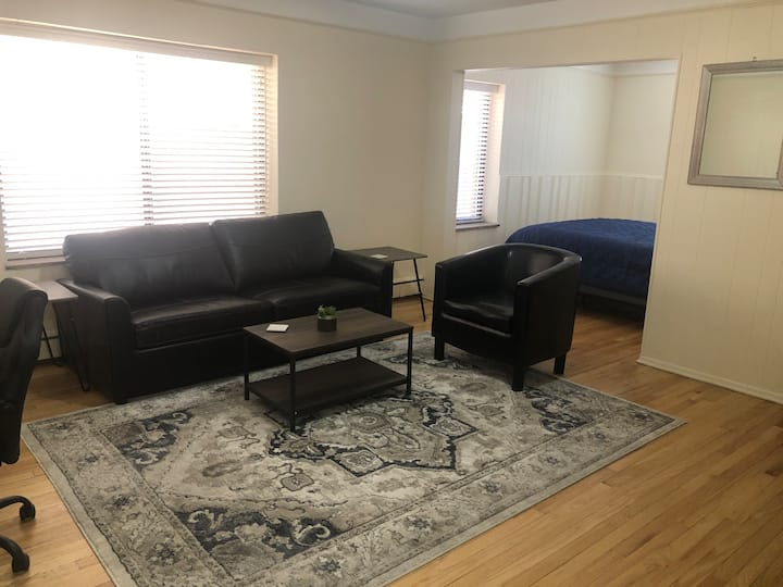 Cozy Studio in Heart of Downtown Birmingham(4)