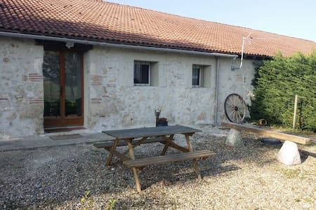 Appartement vacances - Sainte-Colombe-en-Bruilhois - Bed & Breakfast